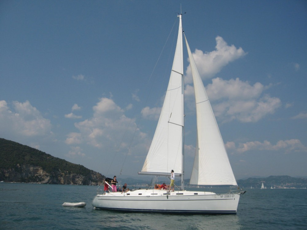 Hire Sailboat with or without skipper Bénéteau Genoa
