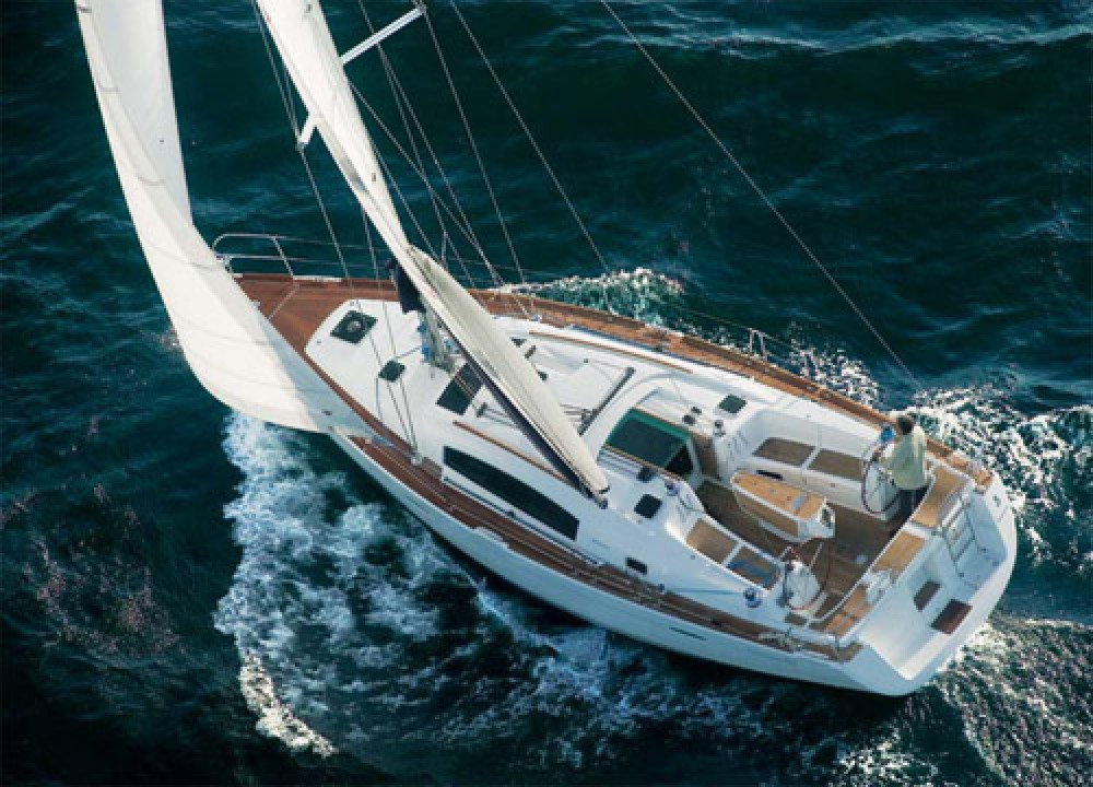Rental Sailboat in Greece - Bénéteau Oceanis 54