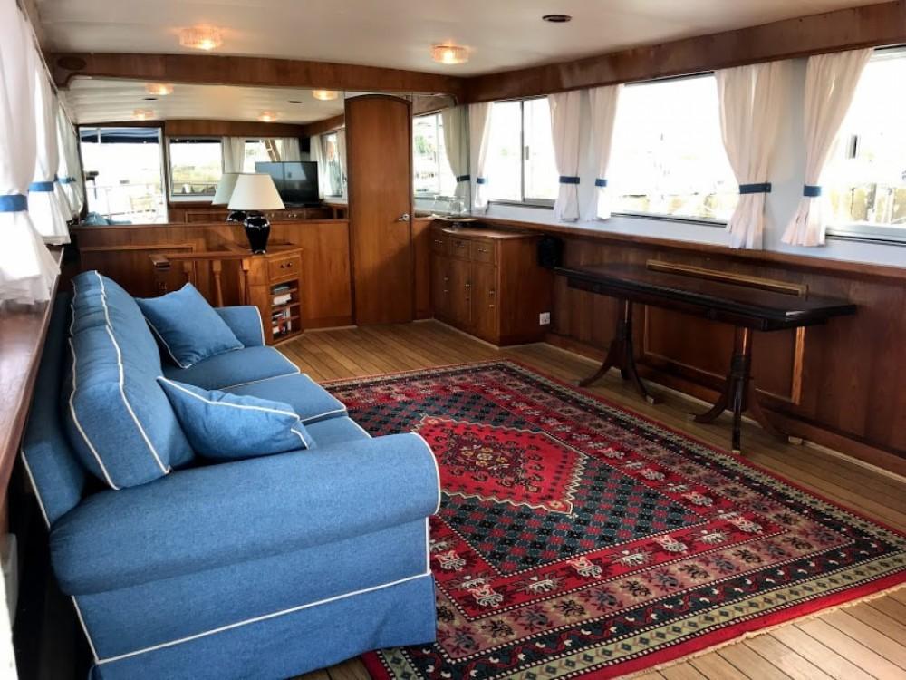 Boat rental Dagles Super President 72 in Vigo on Samboat