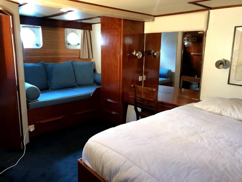 Boat rental Vigo cheap Super President 72