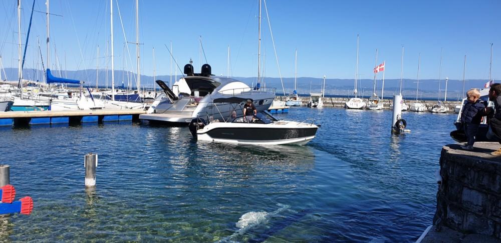 Boat rental Quicksilver Activ 555 Bowrider in Évian-les-Bains on Samboat