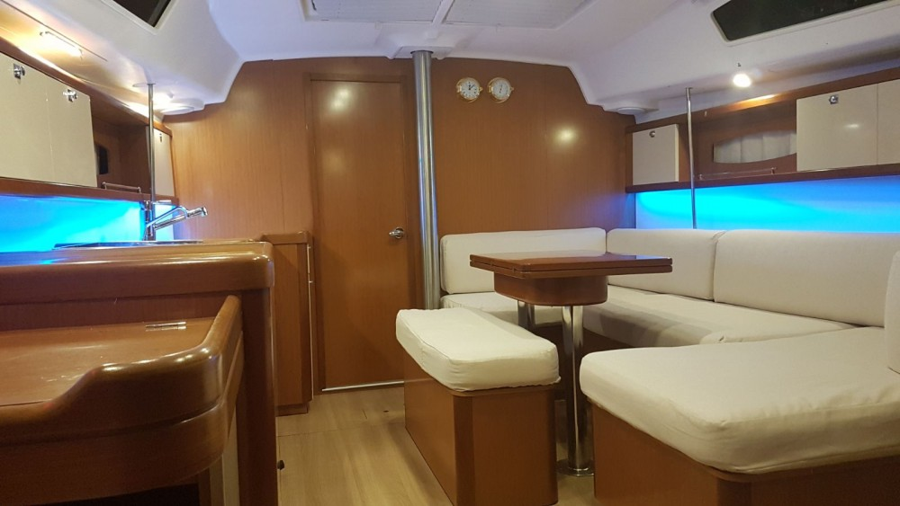Bénéteau Oceanis 40 between personal and professional Lefkada