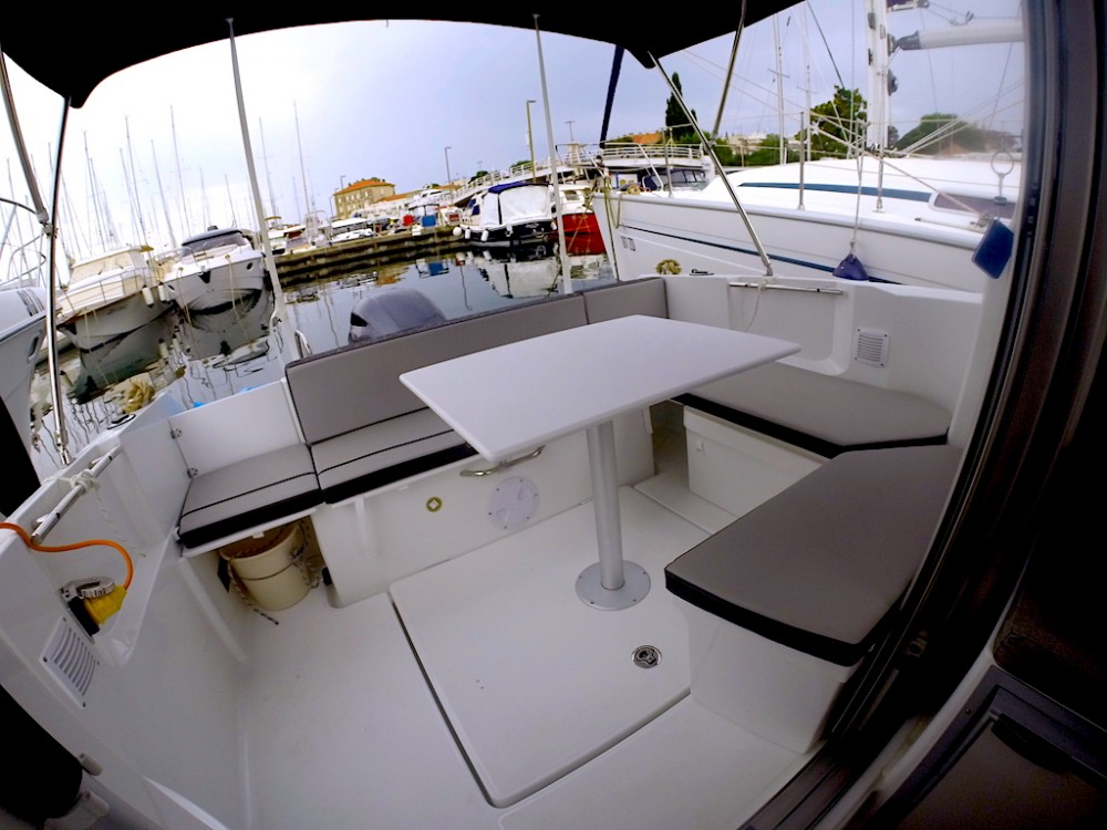 Jeanneau Merry Fisher 695 between personal and professional Grad Zadar