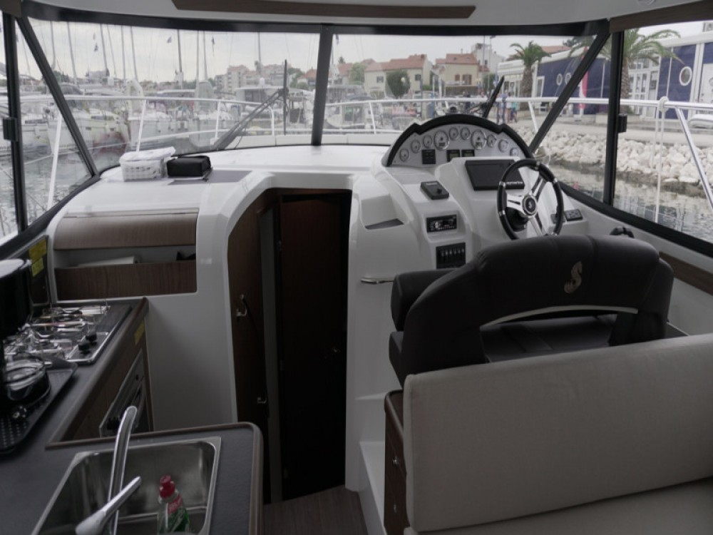 Hire Motor boat with or without skipper Bénéteau