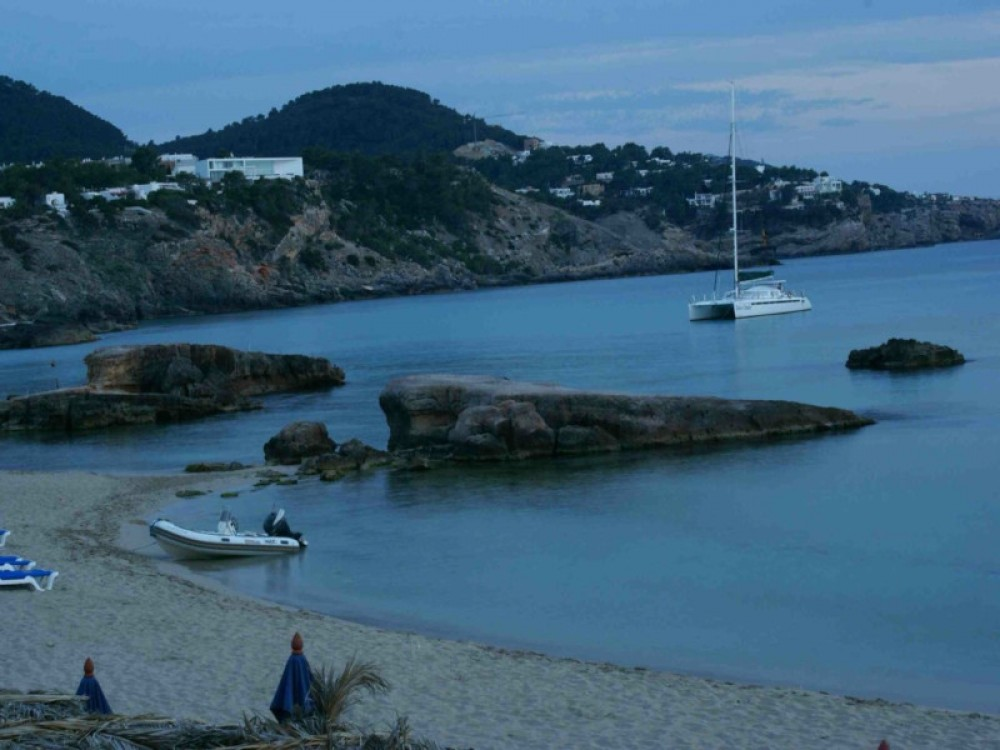 Catamaran for rent Gavà at the best price