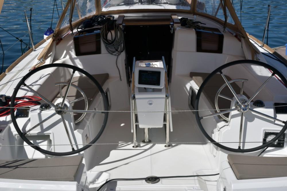Rental Sailboat in Saint-Mandrier-sur-Mer - Jeanneau Sun Odyssey 389