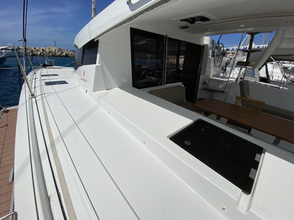 Boat rental Fountaine Pajot Lucia 40 in Ibiza on Samboat