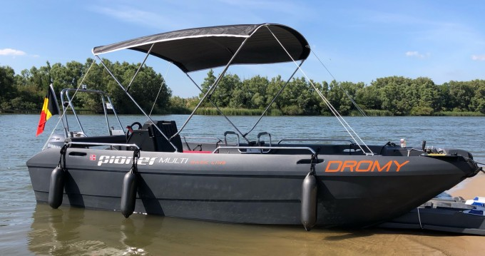 Rental Motorboat pioner with a permit