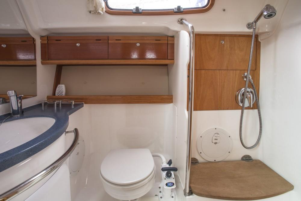 Rental Sailboat in Sweden - Bavaria Cruiser 42