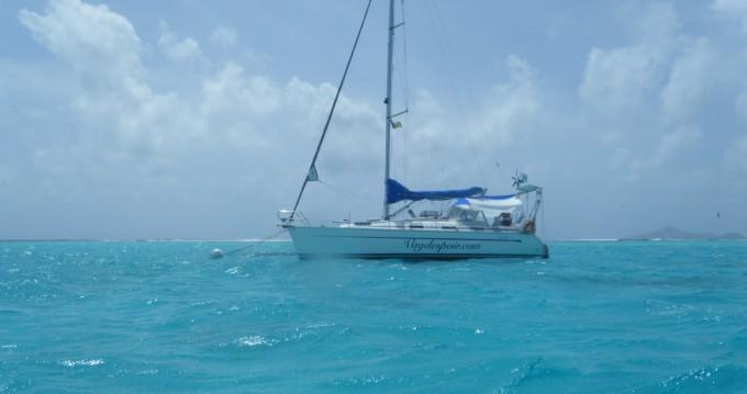 Sailboat for rent Locmiquélic at the best price
