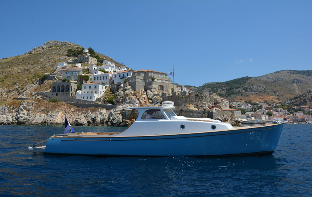 Rental Motorboat in Hydra - Custom Made Lobster 38