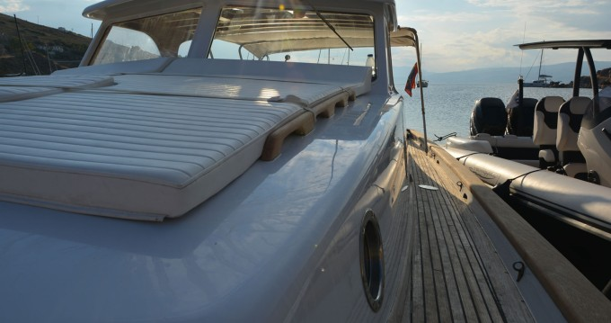 Motorboat for rent Hydra at the best price