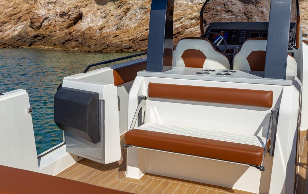 Boat rental Athens cheap GT 331