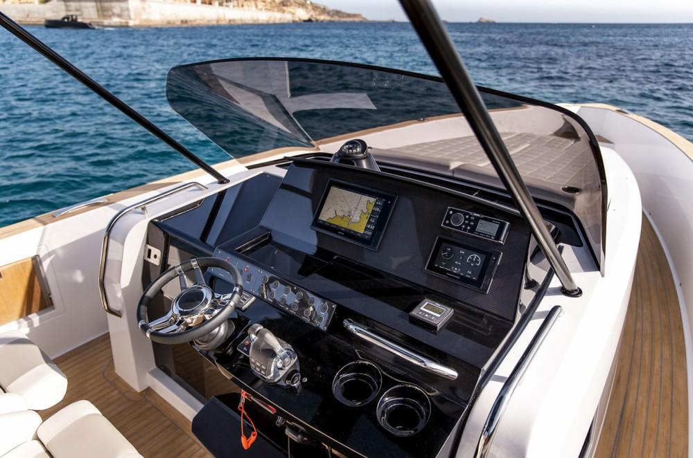 Boat rental Pardo Yachts PARDO 38 in Laurium on Samboat
