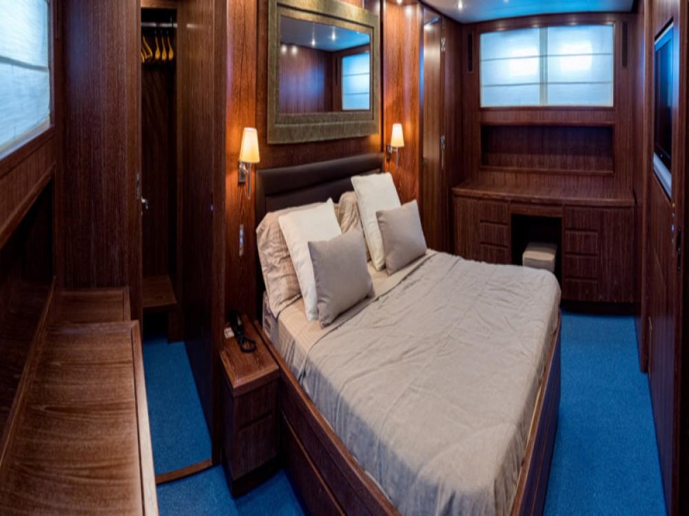 Rental yacht Alzachèna/Arzachena -  Akhir 85 on SamBoat
