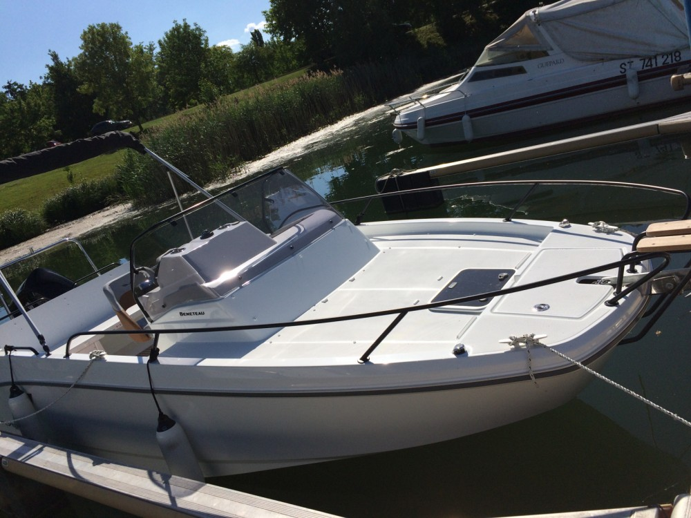 Motorboat for rent Mâcon at the best price