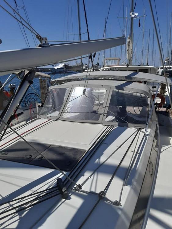 Boat rental Jeanneau Sun Odyssey 410 in Volos Municipality on Samboat