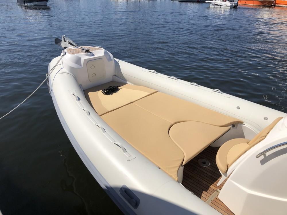Boat rental Nuova Jolly Prince 28 in Lège-Cap-Ferret on Samboat