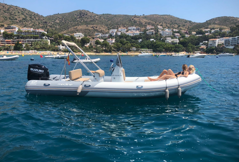 Boat rental Zodiac Medline 740 in Marseille on Samboat