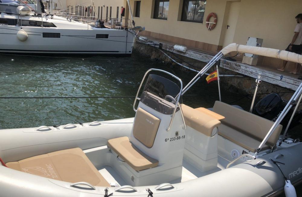 Boat rental Zodiac Medline 580 in La Trinité-sur-Mer on Samboat