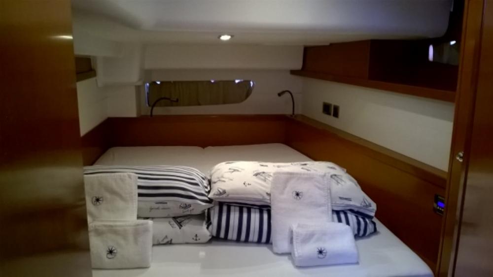 Boat rental Jeanneau Oceanis 60 in Trogir on Samboat