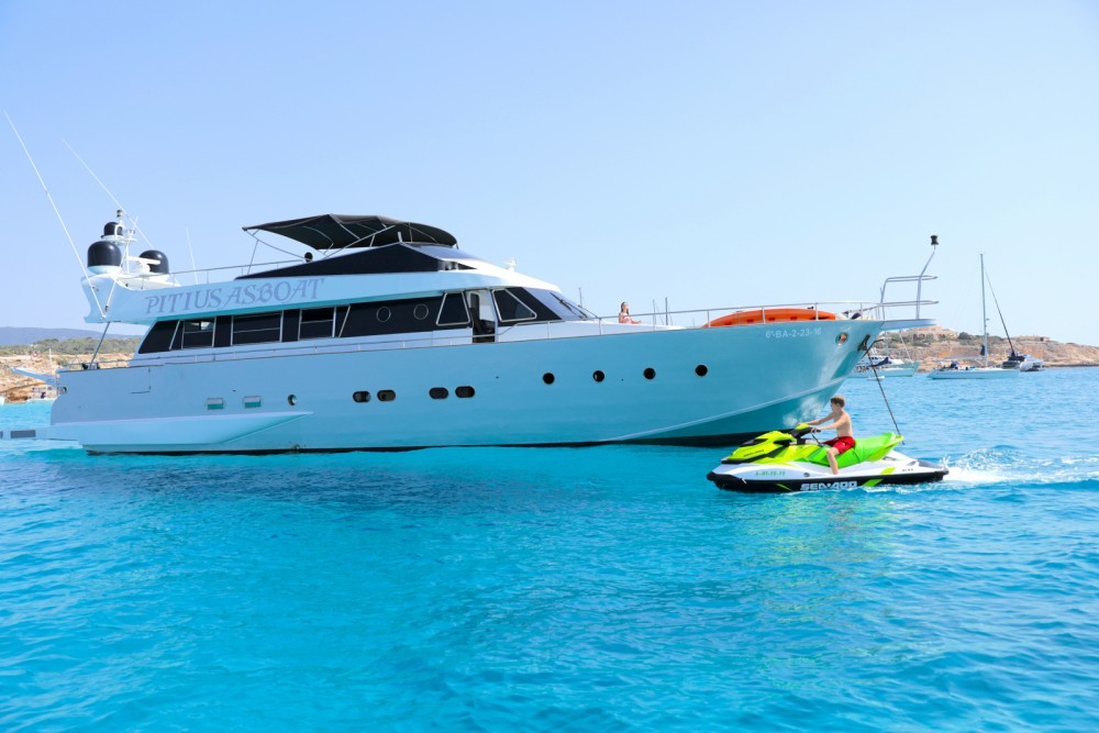 Rental Yacht Baglietto with a permit