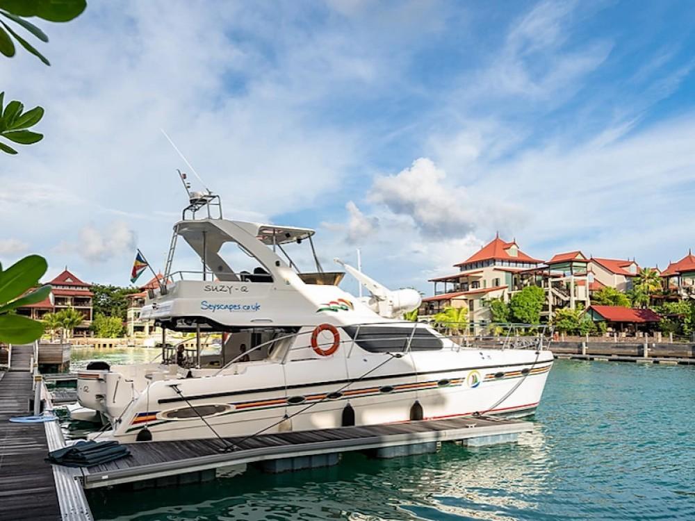 Boat rental  Afri-Cat 420 in Victoria on Samboat