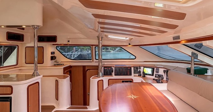 Boat rental Eden Island cheap Afri-Cat 420