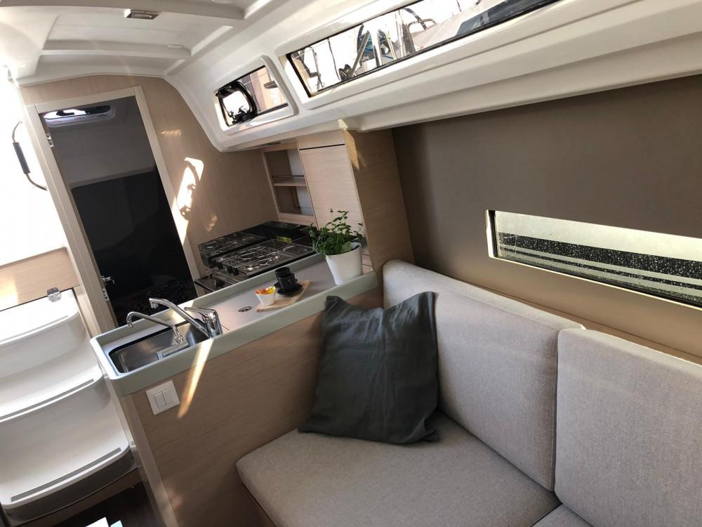 Rental yacht Pomer - Bénéteau Oceanis 30.1 on SamBoat