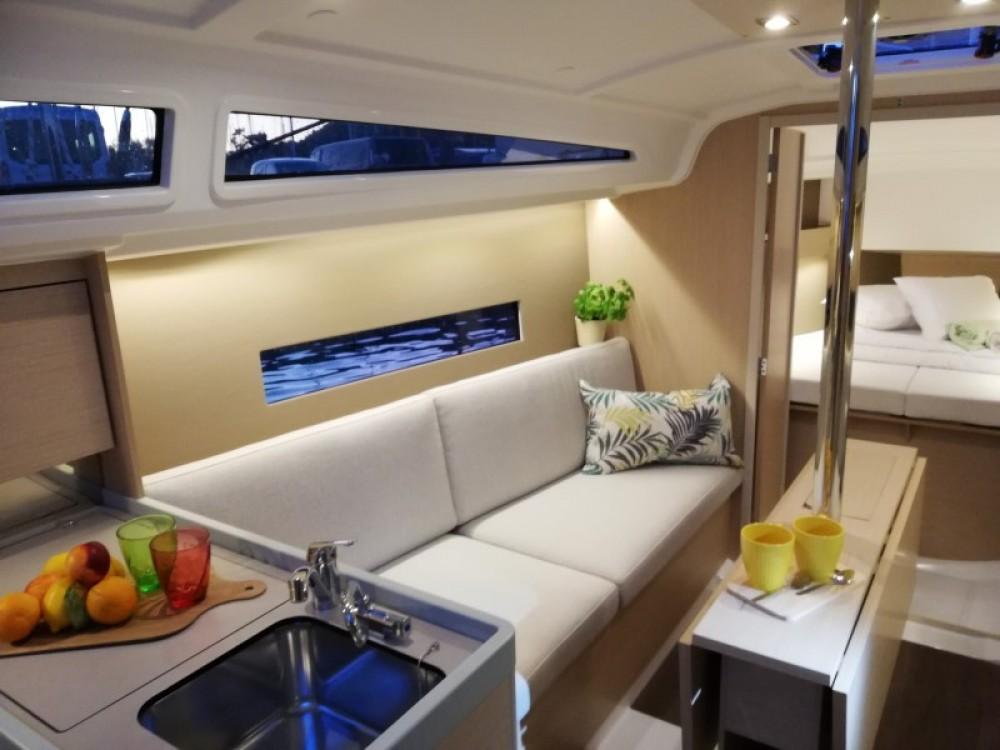 Boat rental Pomer cheap Oceanis 30.1