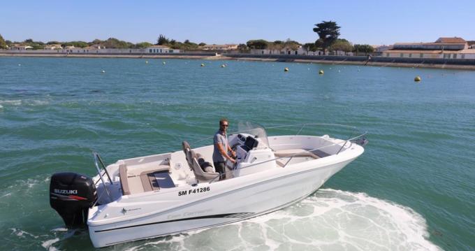 Motorboat for rent La Flotte at the best price