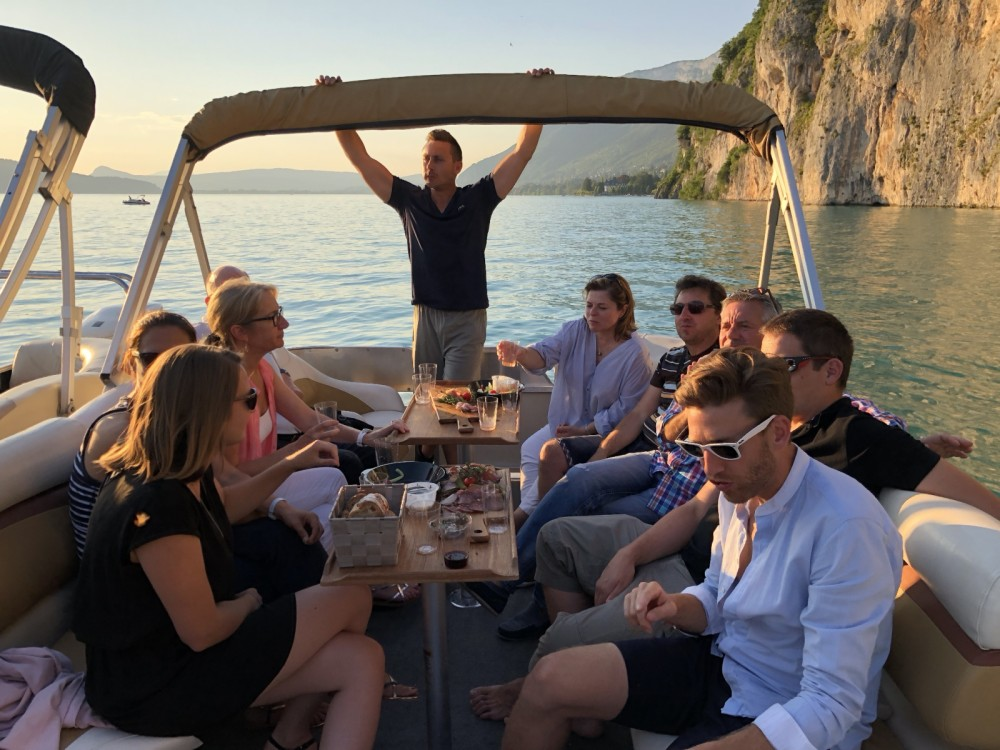 Boat rental Sun Tracker Party Barge 24 DLX in Annecy on Samboat