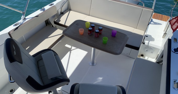 Motorboat for rent Juan-les-Pins at the best price