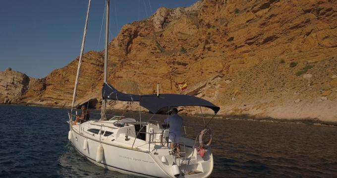 Boat rental Jeanneau Sun Odyssey 32 Legend in Altea on Samboat