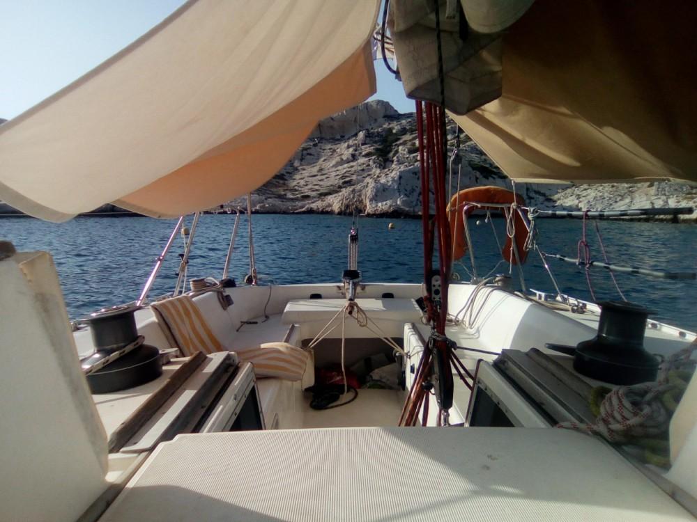 Boat rental Jeanneau Selection 37 in Marseille on Samboat