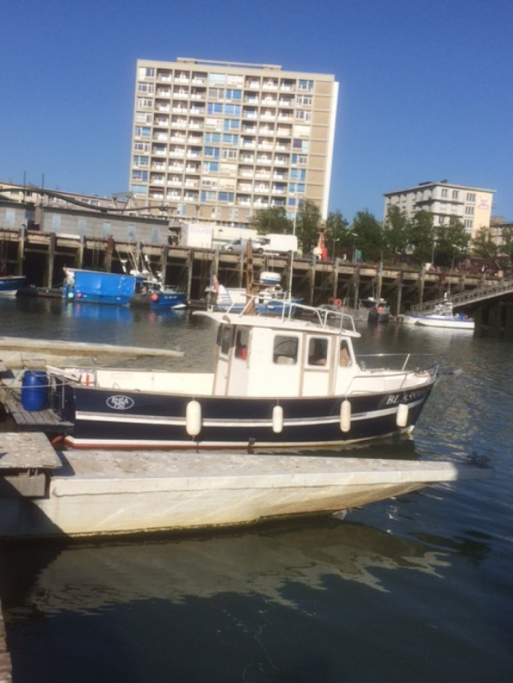 Motorboat for rent Boulogne-sur-Mer at the best price