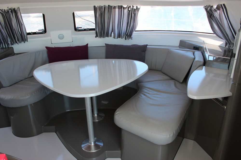 Rental yacht Bonifacio - Fountaine Pajot Lavezzi 40 on SamBoat