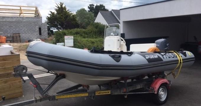 Rental Motorboat Zodiac with a permit