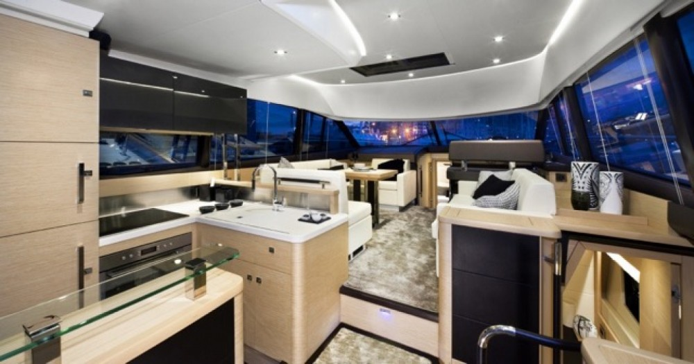 Jeanneau Prestige 500 Fly between personal and professional Cogolin