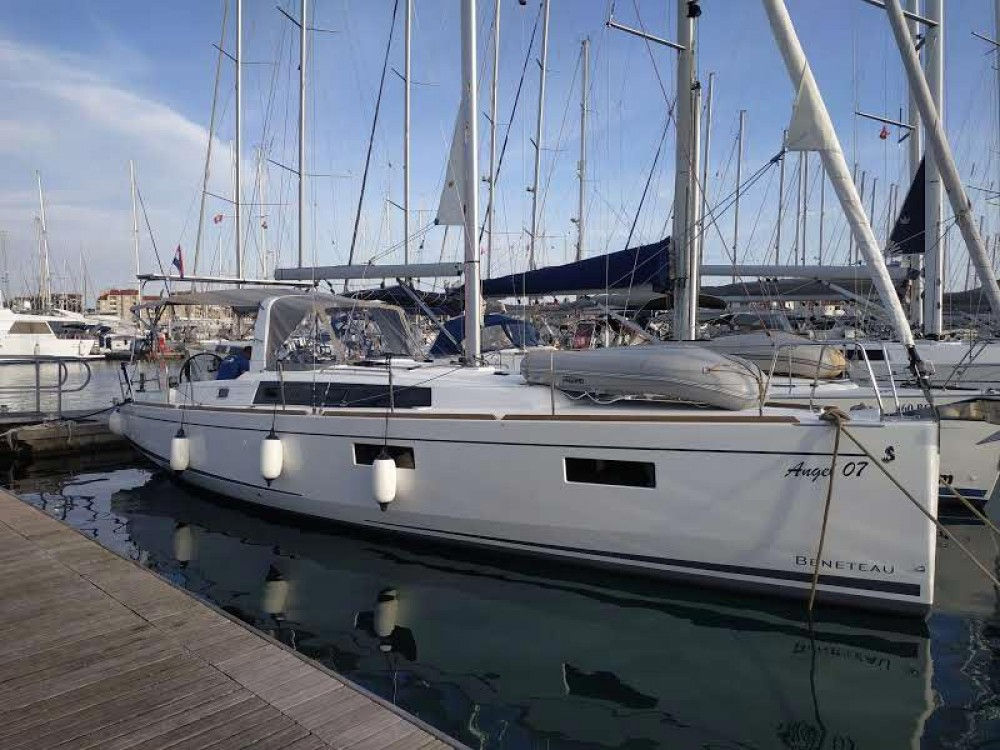 Boat rental Bénéteau Oceanis 381 in Croatia on Samboat