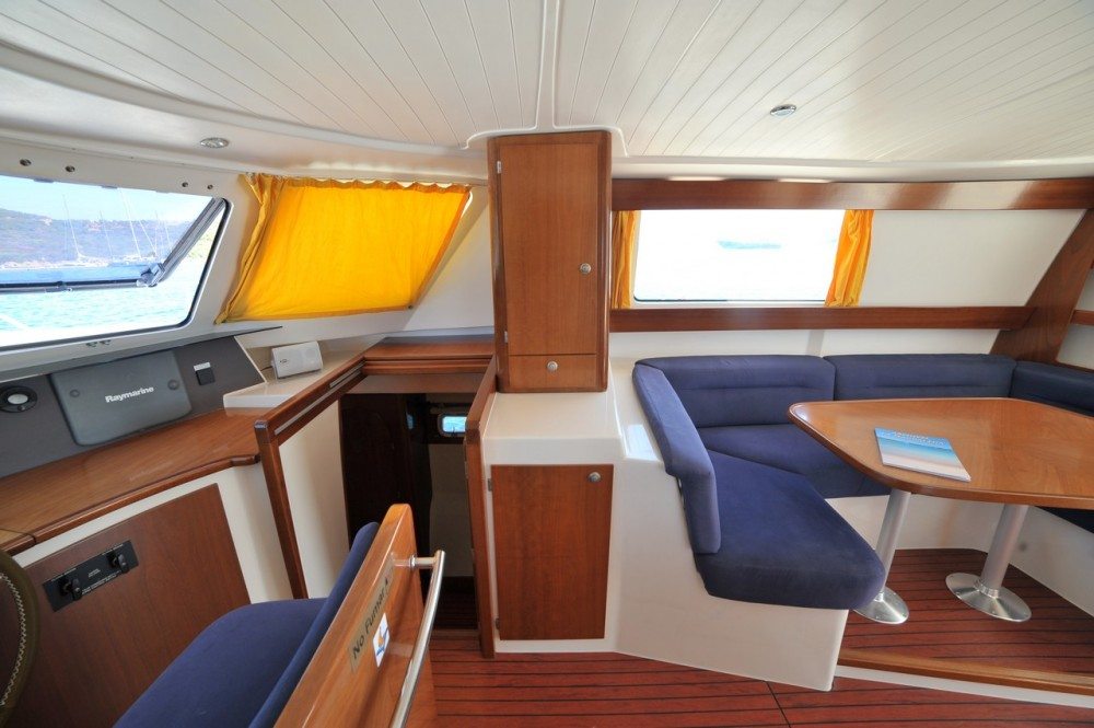 Boat rental Fountaine Pajot Maryland 37 in  on Samboat