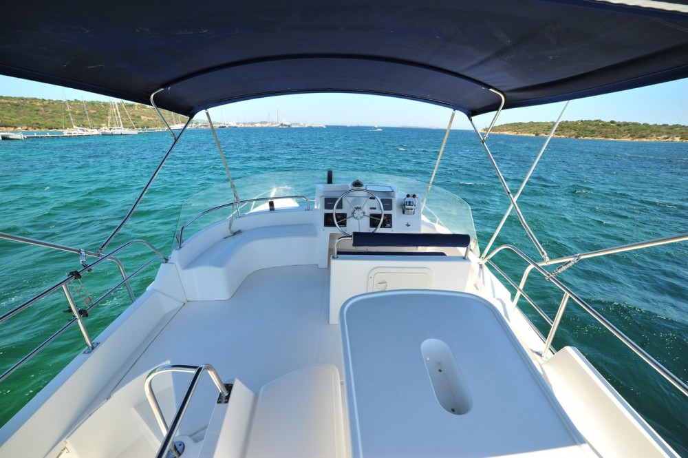 Rental Motorboat in  - Fountaine Pajot Maryland 37