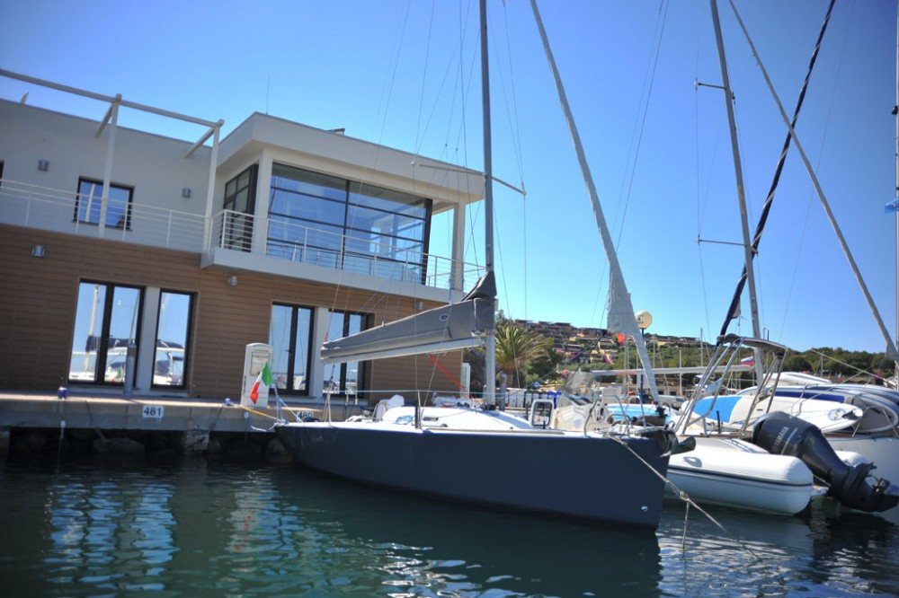 Hire Sailboat with or without skipper Bénéteau Olbia