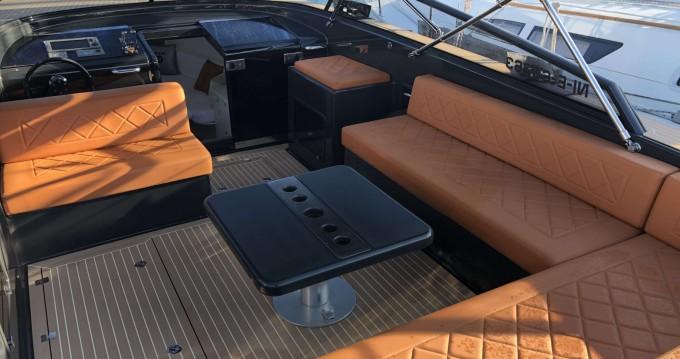 Motorboat for rent Saint-Jean-Cap-Ferrat at the best price