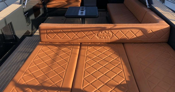 Hire Motorboat with or without skipper VanDutch Saint-Jean-Cap-Ferrat