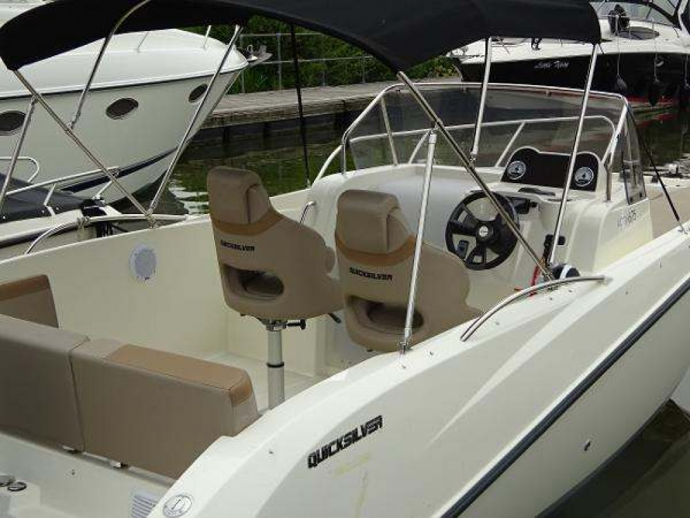 Boat rental Quicksilver Activ 675 Sundeck in Posthudorra/Porto Torres on Samboat