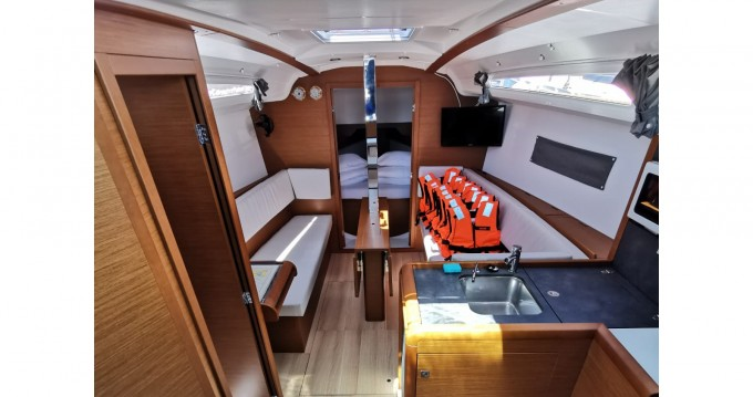Jeanneau Sun Odyssey 349 between personal and professional Drage