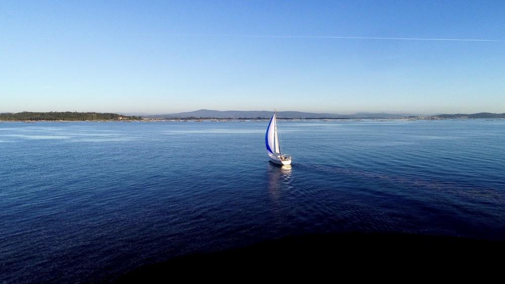 Sailboat for rent Vilagarcía de Arousa at the best price
