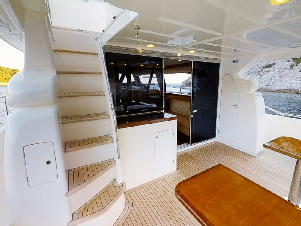 Rental Yacht Ferreti with a permit