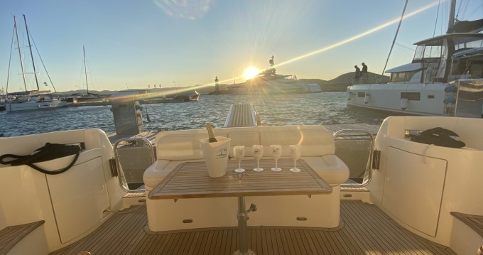 Hire Motorboat with or without skipper Azimut Fréjus